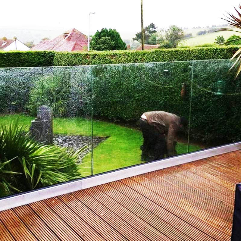 Frameless glass balustrade systems uk